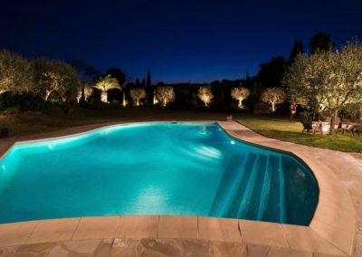 la piscine le soir / swimming pool in the evening